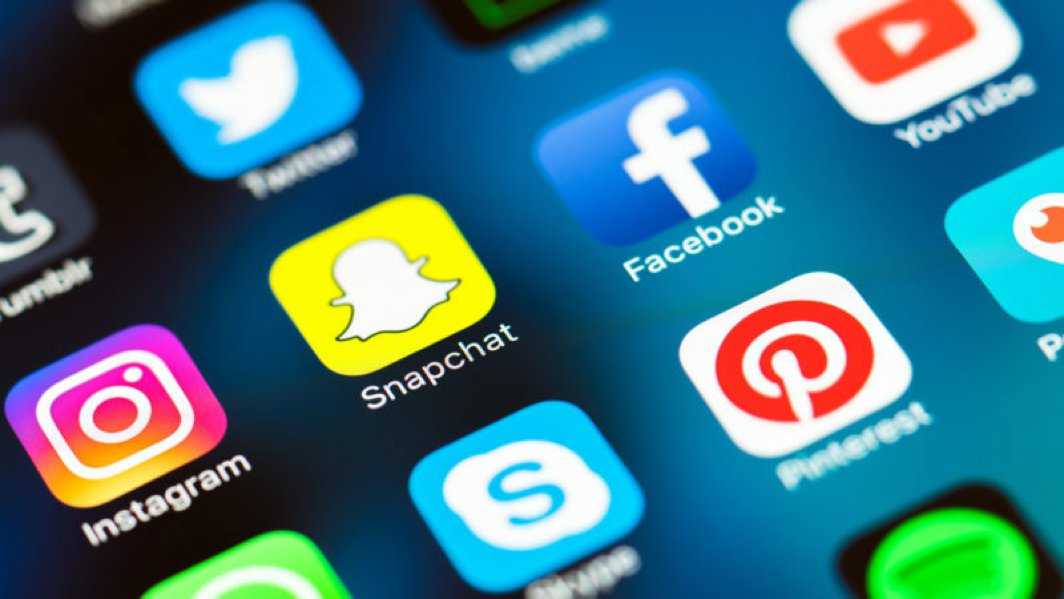 What are the strong elements of a powerful social media campaign?